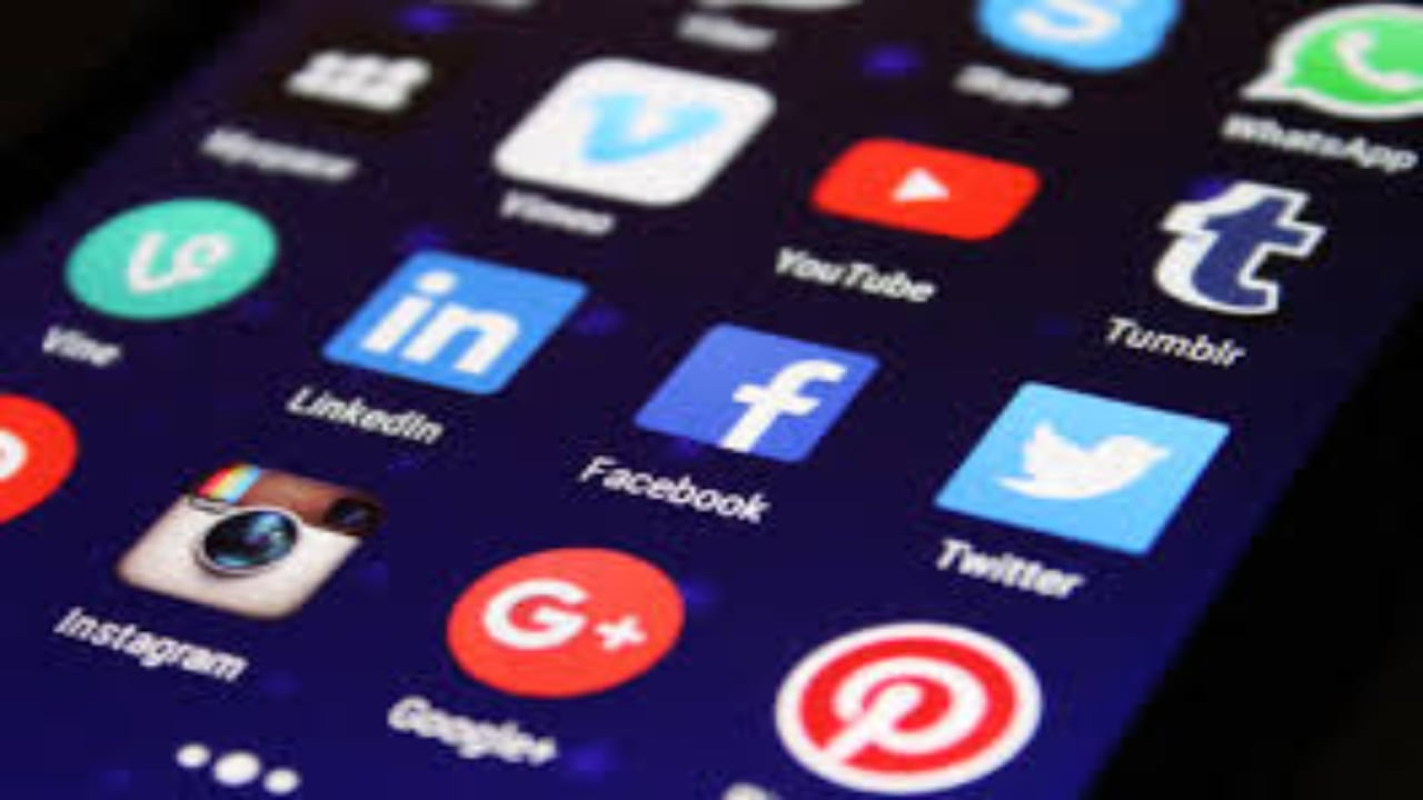 How To Earn Money With Social Media